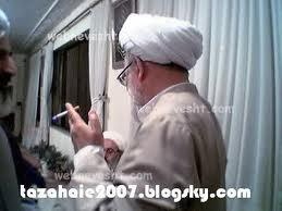 A cigarette after the Fiqh Al-Shirk classes for Ayatullat Malboronistani