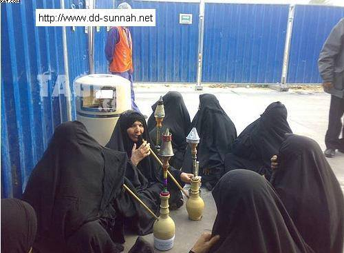 The rented objects (as women are called in Shi'ism for the purpose of sex/Mut'a) having some after fun ...