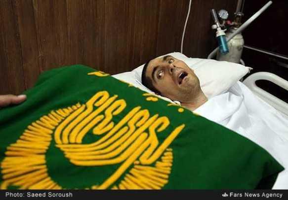 تبرک-پرچم-حرم-امام-رضاع-توسط-بیماران-با-چشم-گریان-15
